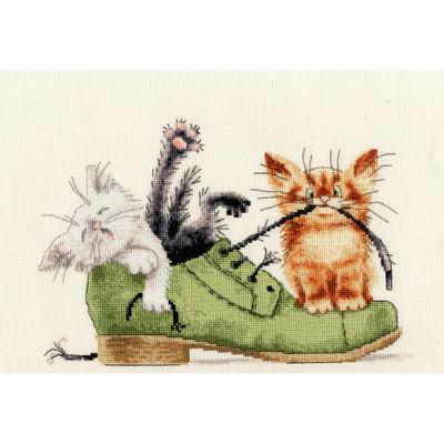 Набор для вышивания Золотое руно ВК-033 «Котята в ботинке» 24*17 см в интернет-магазине Швейпрофи.рф