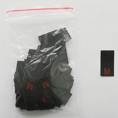 Размерники в пакетике (уп. 200 шт.) «M» красн. на черн. в интернет-магазине Швейпрофи.рф
