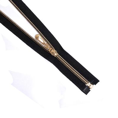 Молния Т7 декор. спираль 1-бег. 70 см 264310 золото/черн. З в интернет-магазине Швейпрофи.рф